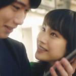 JR東日本アプリCM・中村ゆりか〜ポスターの緑の服の美少女は誰?