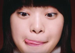 岸井ゆきの 女性 舌ペロ ぱっつん前髪