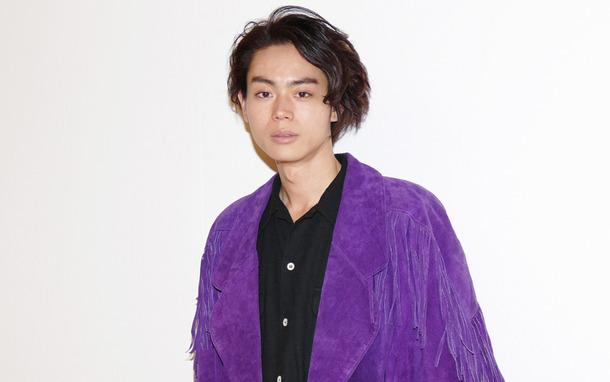 男性 紫 菅田将暉 紫のジャケット