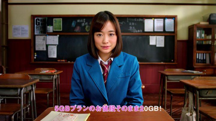 女子高生 女の子 学生服 青いブレザー