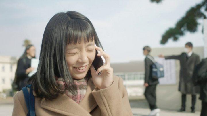 コート 黒髪 女の子 電話