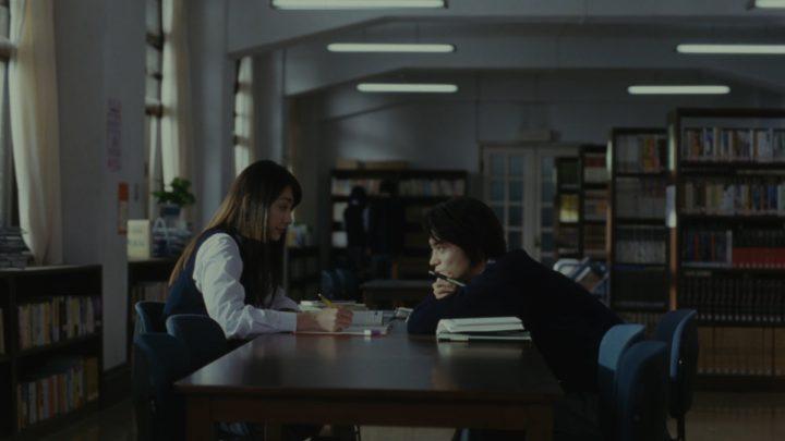 図書室 学生 女子 男子