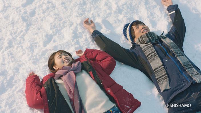 雪 男の子 女の子 倒れる