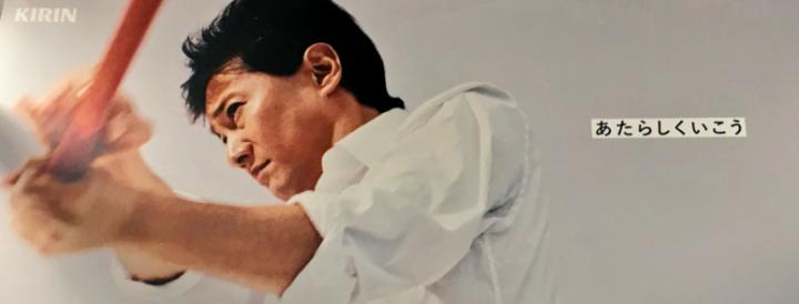 白シャツ 男性 バット 木製バット
