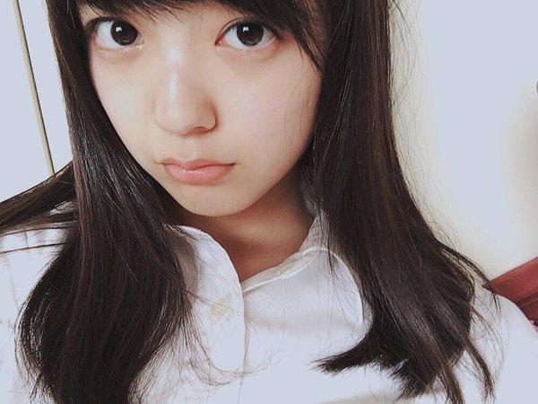 女の子 ロングヘア シャツ 白シャツ