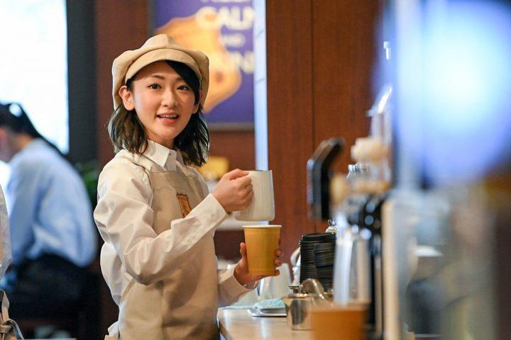 カフェ 店員 スタッフ 女の子