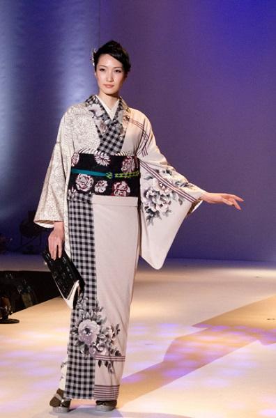 着物 ファッションショー ランウェイ モデル