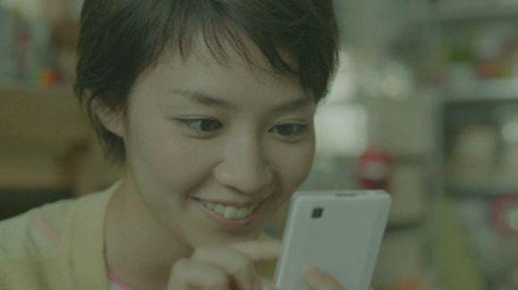 スマホ ショートカットの女性 吉谷彩子 スマートフォン