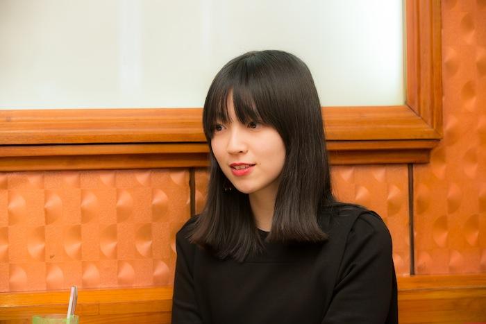 小谷実由 モデル 女性 純喫茶